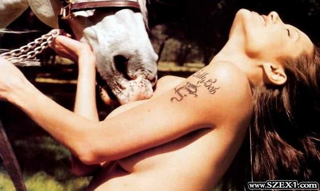 Angelina Jolie állatos erotika