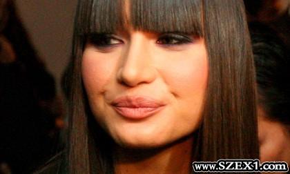 Román szopós szájú celebek
