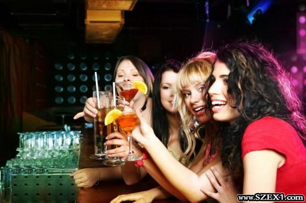Drogot kevernek a lányok italába