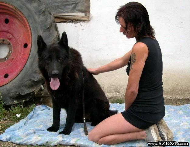 Állatszex, tanyasi lány a kutyájával szexel