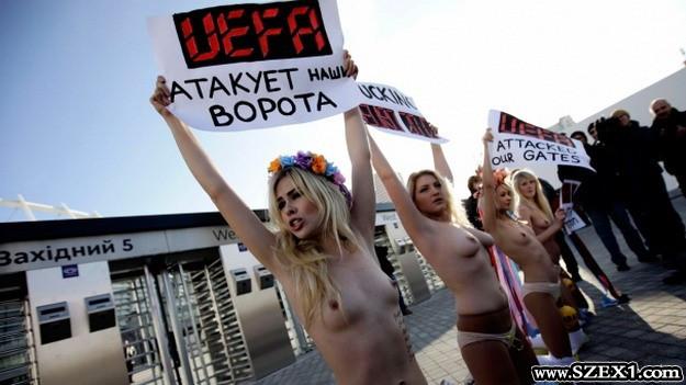 Cicikkel tüntettek az ukrán feministák a foci Eb ellen